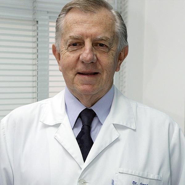 Dr. Gerd Udo Gromann, Especialista em joelho