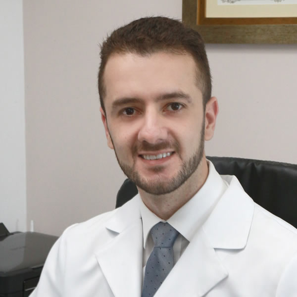 Dr. Guilherme Schlusaz Morais, Especialista em Cirurgia da Coluna Vertebral